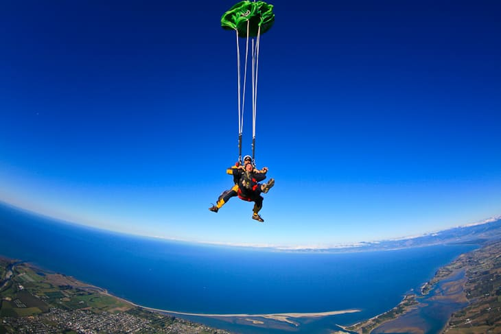 travel-safety-skydiving