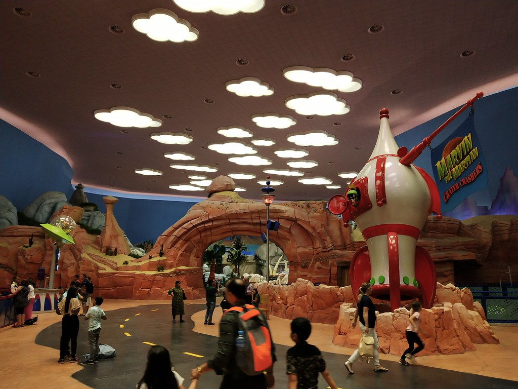what to do in Warner Bros Abu Dhabi