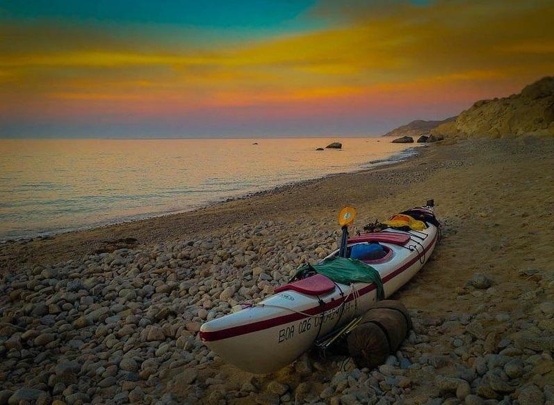 sea-kayaking-Baja-Mexico-kayak-on-shore