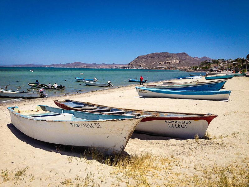 things-to-do-in-la-paz-boats-on-beach