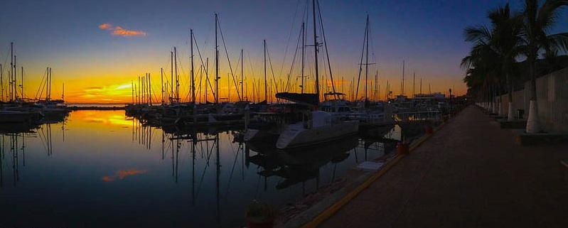 things-to-do-in-la-paz-sailboats-sunset