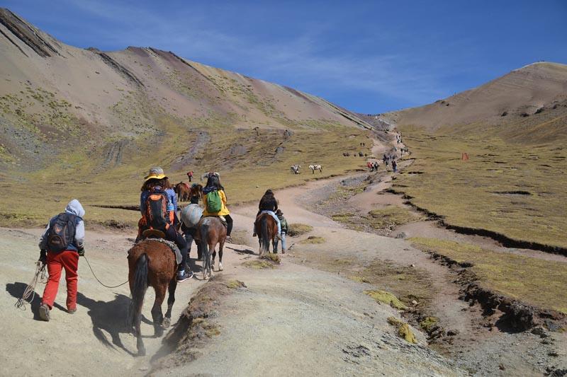 rainbow-mountain-trek-Peru