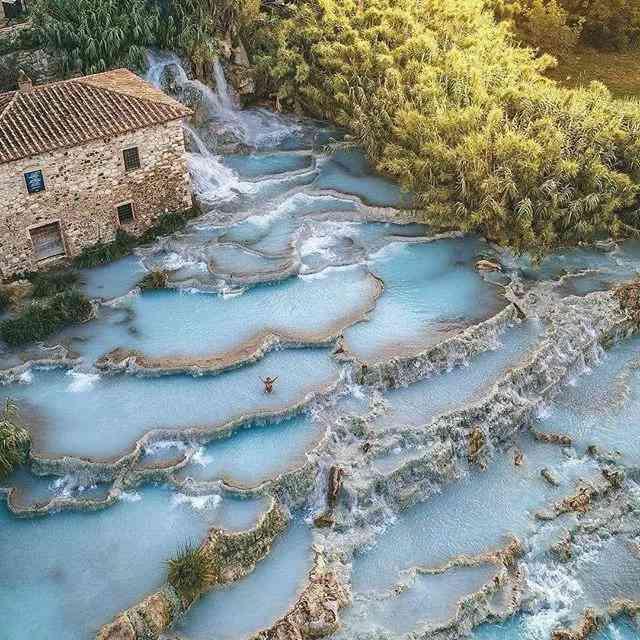 Cascate del Mulino hot spring